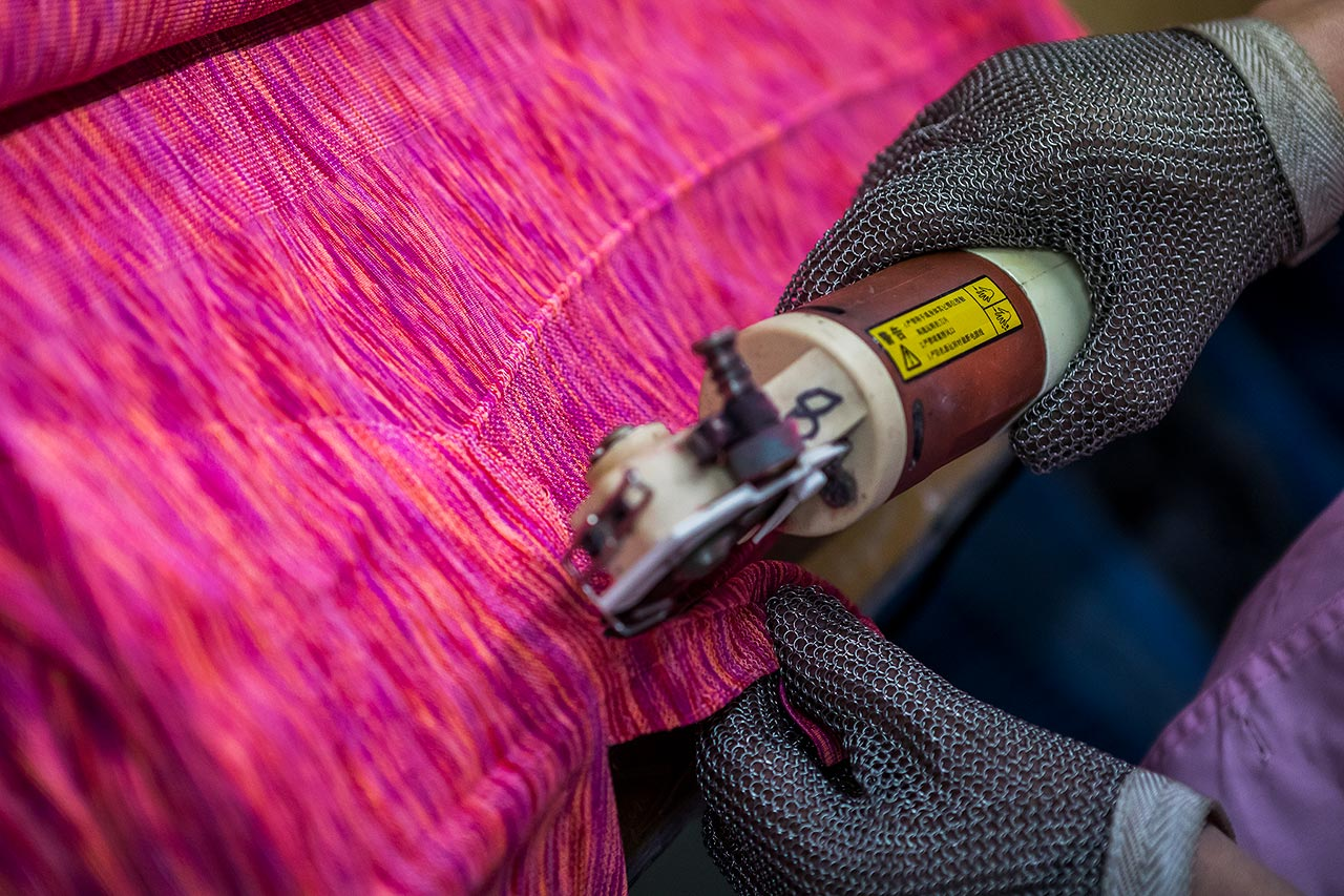 Seamless apparel cutting, protective gloves